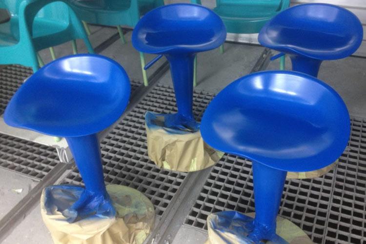 Kunststofflackierung Barhocker